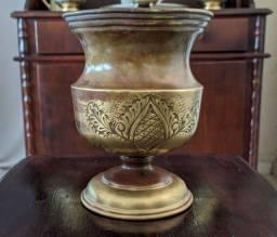 Lindo varso Antigo em bronze