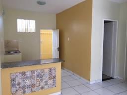 Aluga-se 1 apartamento reformado no Universidade, 2 quartos com garagem