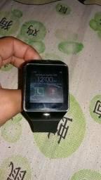Celular Relógio e uma caixinha de som via Bluetooth