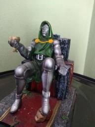 Boneco de Resina DR Dom Visão Liga da justiça
