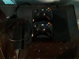Xbox 360 original bloqueado com 28 jogos.