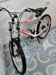 vendo uma bicicleta alfameq aro 26 com 21marcha freio a disco quadro de alumínio