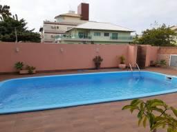 Aluga-se casa com piscina para temporada