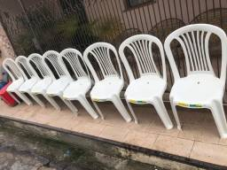Cadeira de plástico / semi nova