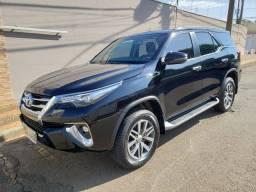Toyota Hilux Preto Metálico SW4 7 Lugares Diesel 4x4 Automático 2020