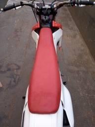 XR 200 prepara para trilha