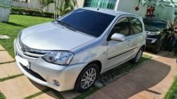 Toyota Étios 1.3 XS 2013