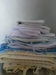 2 kits berço, lençóis e fronhas em bom estado.