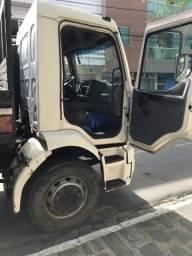 Caminhão Volvo/ Vm 210 4x2