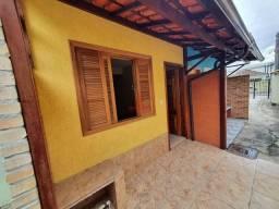 Linda Casa de Vila 02qtos e garagem