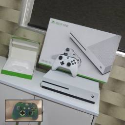 Xbox one S 500GB c/caixa (aceitamos cartões em até 12X) Capa do controle de brinde