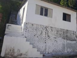 Casa 2 quartos e área de serviço rua calçada 450 reais não paga nem água nem energia.
