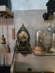 Vendo Abajur  e relógio  antigos