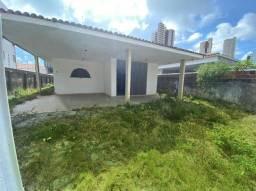 Casa com excelente localização em Manaíra