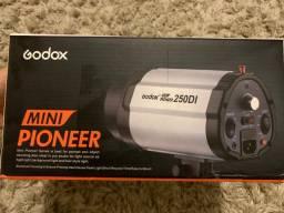 TochaFlash mini pioneer  250i Godox NOVO