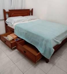 Cama de casal de madeira com 4 gavetas