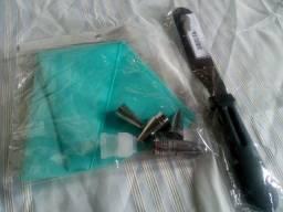 Um saco de silicone e 14 bicos p, mais uma espátula de cobrir e rechear bolos