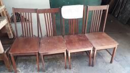 Cadeira de madeira massisa