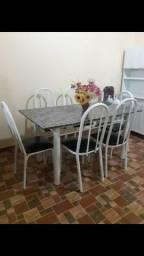 Vendo essa mesa de mármore com 6 cadeiras entrego