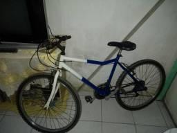 Vende-se uma bicicleta de marcha