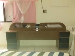 Cabeceira de cama box com pouco tempo de uso na cor marrom, com gavetas pretas