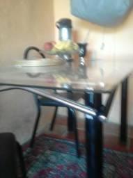 Mesa e seis cadeiras