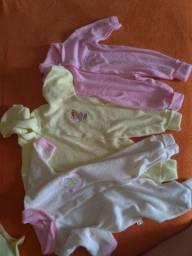 3 macacões para bebê tamanho único.