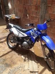 Vende-se ou troca por outra moto
