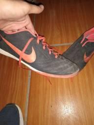 Vendo tênis Nike N°43, um pé está sem cadarço,mas está em perfeito estado!!!
