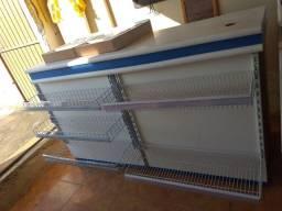 Balcão caixa usado conforme fotos med 1,81 c 0,70 p 1,10 a ( entrego )