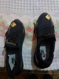 Tênis Nike cor preto número 41, 90 reais