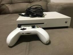 Vendo Xbox one 1 ano de uso