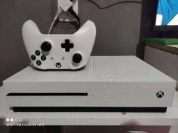 Xbox one s 2 terá com 69 jogos e 1 controle.Aceito pix e cartão.