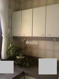 Apartamento com 4 dormitórios para alugar, 383 m² por R$ 3.300,00/mês - Copacabana - Uberl