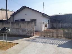 Casa  localizada na sub esquina da Av.Morangueira