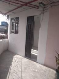 Aluga-se  uma casa no bairro da Madalena.