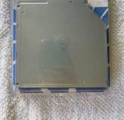 Drive de leitor e gravador de CD/DVD.
