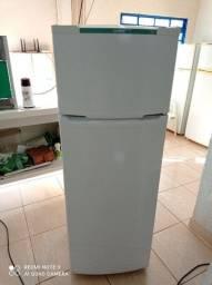 Vendo está geladeira Semi Nova