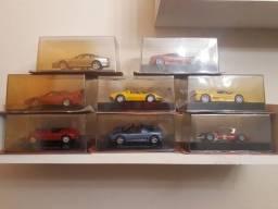 Coleção de carrinhos antigos.
