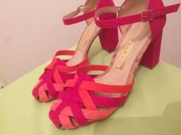 Vendo linda sandália rosa