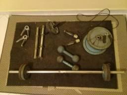 Equipamento para malhar anilhas barras e rosca para musculação crossfit