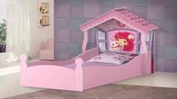 Delicada cama infantil Casa Moranguinho