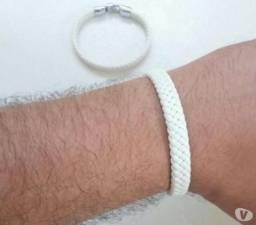 Pulseira Bracelete em Couro & Aço 300