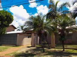 8439 | Sobrado à venda com 4 quartos em Parque Alvorada, Dourados