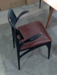6 cadeiras do design Aristeu Pires