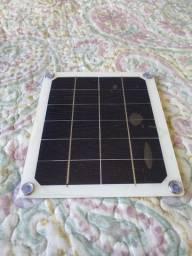 Placa solar fotovoltaica com USB para carregar celular e outros equipamentos.