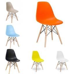 Cadeiras Eiffel record de vendas! Entrega e montagem grátis em toda Macaé.