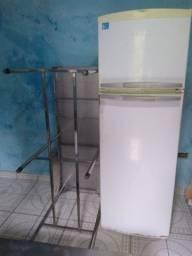 Mesa de inox duplex Brastemp Frost Free e um forno progas semi-novo