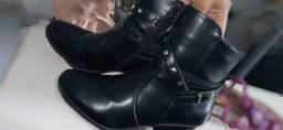 Vendo os quatro pares de sapato