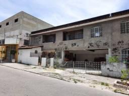 Senador Vasconcelos - apt. 2 quartos, varanda e area de serv. R$ 750,00